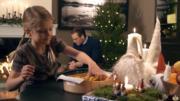 瑞典愛絲黛小公主(前)準備小食。(Kungahuset YouTube影片截圖)