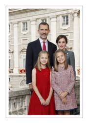 【西班牙王室】2017年12月11日,西班牙王室發布國王、王后及兩名小公主的合照和聖誕心意卡。(Casa de S.M. el Rey網站圖片)