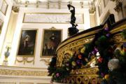 【英國王室】英國白金漢宮內佈置了聖誕裝飾。(The Royal Family facebook圖片)