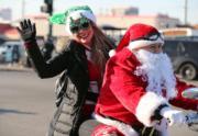 美國芝加哥,聖誕老人化身電單車手。(新華社)