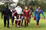 象牙海岸Abidjan,蝙蝠俠、聖誕老人、Iron Man和超人,參加聖誕慈善活動。(法新社)