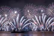 【2018煙花賀新年】香港維港發放煙花,慶祝新一年。(法新社)