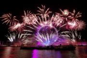 【2018煙花賀新年】英國倫敦泰晤士河河畔的摩天輪London Eye(法新社)