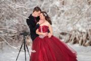 一對新人毋懼寒冷天氣,在加拿大安大略省尼亞加拉大瀑布拍攝婚照。(法新社)
