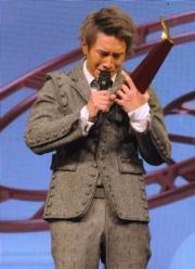 陳柏宇在台上公開多戲太太符曉薇時,激動落淚。(資料圖片)