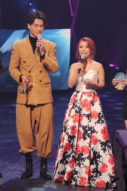 王浩信與譚嘉儀合唱的《陪著你走》獲得「最佳合唱歌曲金獎」。2人上台領獎時,王浩信竟忘記《陪》歌原唱者是盧冠廷。(資料圖片)