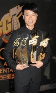 曾任《勁歌金曲》主持的李克勤於《勁歌頒獎禮》上大豐收,掃走4個大獎。(資料圖片)