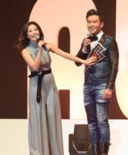 胡琳、唐文龍這對《溏心風暴3》夫婦以頒獎嘉賓身分現身《勁爆頒獎禮》,胡琳更當眾摸老公唐文龍胸肌。(資料圖片)