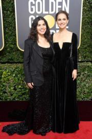亞美利卡法拉娜(America Ferrera,左)與妮坦莉寳雯(Natalie Portman,右)