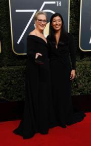 梅麗史翠普(Meryl Streep,左)