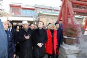 【第一夫人時裝】法國總統馬克龍(中)與太太布麗吉特(前排右)(法新社)