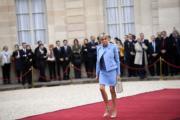 布麗吉特穿着LV淺藍色套裝,出席丈夫馬克龍的法國總統就職禮。(法新社)