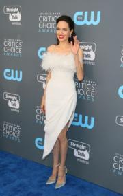 安祖蓮娜祖莉(Angelina Jolie)穿著白色露肩的Ralph & Russo。(法新社)