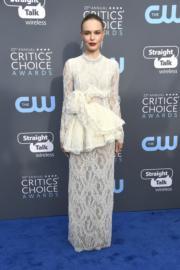 《永遠的愛麗絲》姬蒂寶絲禾夫(Kate Bosworth)穿著她近年鍾情的品牌Brock Collection。(法新社)