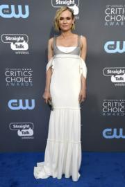 《木馬屠城》女星戴安古嘉(Diane Kruger)選擇了Vera Wang吊帶白色裙踏上藍地氈。(法新社)