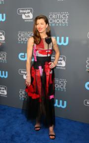 謝茜嘉貝兒(Jessica Biel)穿著Oscar de la Renta現身頒獎禮。(法新社)