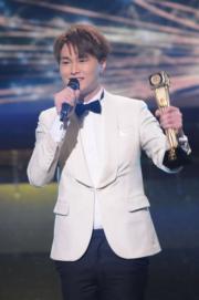 胡鴻鈞演唱得獎歌曲《到此一遊》。