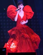 性感紅色長裙。