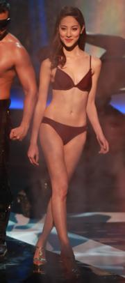 陳凱琳穿另一款泳衣又有不同感覺。