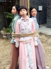 龔嘉欣與沈卓盈、譚凱琪被綁時做搞笑表情。(網上圖片)