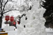 第五屆「冬之韻」全國大學生雪雕比賽,江西景德鎮陶瓷大學2隊的《言志》獲得二等獎。(新華社)