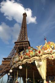 法國巴黎艾菲爾鐵塔的旋轉木馬(黃廷希攝)