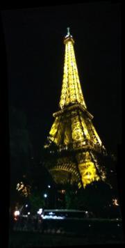法國巴黎艾菲爾鐵塔的夜景(黃廷希攝)
