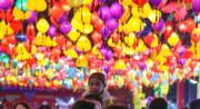 正月十五元宵節,貴陽民眾看花燈、逛廟會,歡度元宵佳節。(中新社)