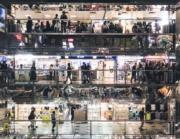 「手機組」第二名 得獎者:吳銘豪,作品:香港五光十色的商場,拍攝地點:葵涌廣場(國家地理雜誌提供 )