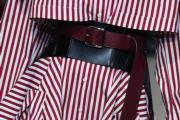 【巴黎時裝周】Alexander McQueen的模特兒繫上腰封形腰帶,突顯纖腰曲線。(法新社)