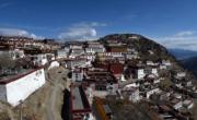 甘丹寺──位於拉薩達孜縣境內海拔3800米的旺波日山上,由藏傳佛教格魯派創始人宗喀巴於1904年主持創建。(新華社)