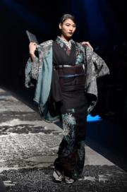 【東京時裝周】設計師齊藤上太郎(Jotaro Saito)2018年秋冬系列和服。(法新社)