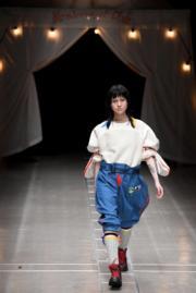 【東京時裝周】模特兒展現2018秋冬系列時尚服裝。(法新社)