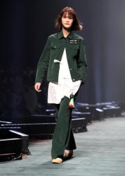 【東京時裝周】韓國品牌FREIKNOCK 2018秋冬系列服裝(法新社)