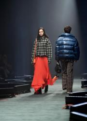 【東京時裝周】模特兒展現2018秋冬系列服裝(法新社)