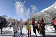 2018年3月8日,四川九寨溝部分景區重開,迎來地震後首批遊客。(中新社)