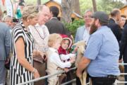 2018年6月23及24日,摩納哥王妃維特斯托克(左一)、阿爾貝二世親王(左二)與一對龍鳳胎Jacques小王子(左三)、Gabriella小公主(左四)出席參觀活動(Prince's Palace of Monaco facebook圖片)
