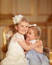 瑞典小公主Princess Estelle(左)與表妹Princess Leonore(右)(kungahuset facebook圖片)