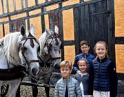 丹麥王儲弗雷德里克(Prince Frederik)與儲妃瑪麗(Crown Princess Mary)的4名子女。(Det danske kongehus facebook圖片)