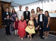 丹麥王室成員眾多,王儲Prince Frederik、二王子Prince Joachim(後排左三)各有4名子女。(Det danske kongehus facebook圖片)