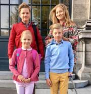 比利時國王菲利普的4名子女:長女Elisabeth(後排右)、二子Gabriel(後排左)、 三子Emmanuel(前排右)、細女Eleonore(前排左)。(Belgian Monarchy Facebook圖片)