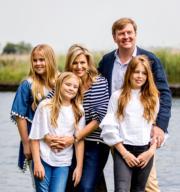 2017年7月,荷蘭王室公開國王威廉亞歷山大、王后馬克西瑪及3名女兒的合照。(Royal House of the Netherlands網站圖片/RVD、ANP)