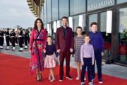 丹麥王儲弗雷德里克(左三)與儲妃瑪麗(左一)育有4名子女。(Det danske kongehus facebook圖片)