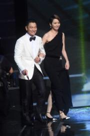 劉德華和梁詠琪負責頒最佳導演獎,這個組合令人想起那些年的《烈火戰車》和《嚦咕嚦咕新年財》。(攝影:娛樂組)