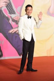 劉德華身穿白色西裝外套﹑配黑色西褲和黑色煲呔,型到無話可說。(攝影:娛樂組)