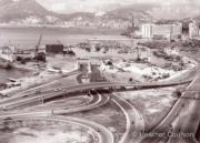 於1972年完成的紅磡隧道是港島與九龍半島之間的第一個道路連接。圖為銅鑼灣通往紅磡隧道的道路。(©Heather Coulson,圖片由香港大學提供)