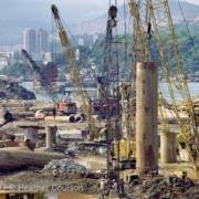 柴灣杏花邨的地基沉箱打樁工程(©Heather Coulson,圖片由香港大學提供)