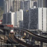 1979年,通往九龍灣站的架空地鐵軌道(©Heather Coulson,圖片由香港大學提供)
