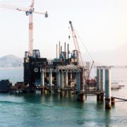 1985年,大尾篤抽水站B以及連接橋。(©Heather Coulson,圖片由香港大學提供)