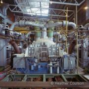 1984年,青山發電廠B廠的汽輪機工作艙。(©Heather Coulson,圖片由香港大學提供)